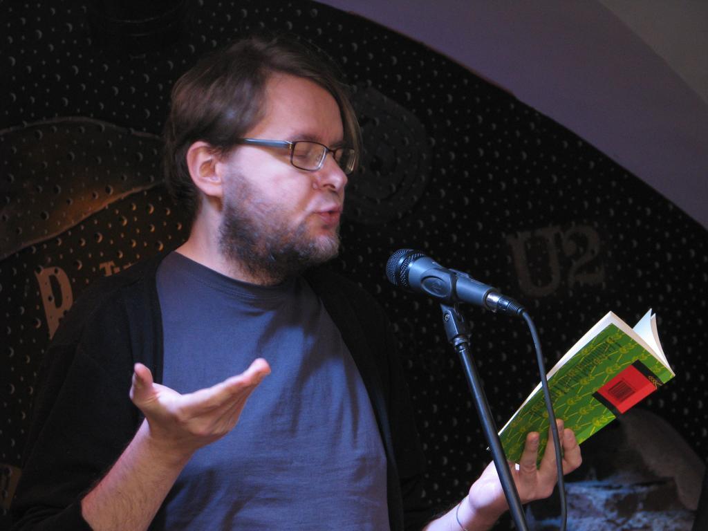 Jan Kaus' poetry on punctum